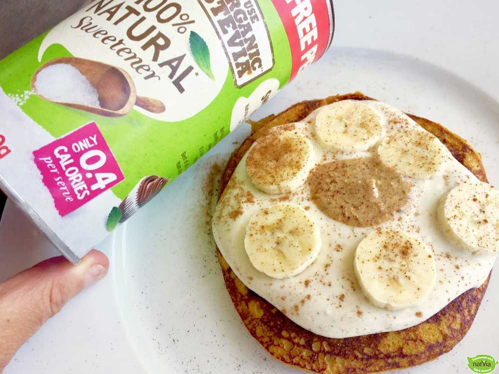 BANANA AND CINNAMON PROTEIN PANCAKES