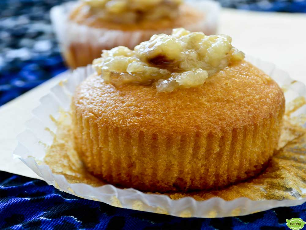 VANILLA CUPCAKES WITH CARAMELISED BANANAS